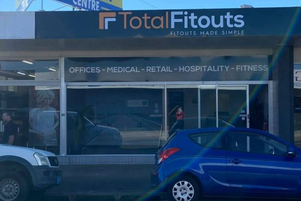 large-shop-sign-printed-installed-total-fitouts