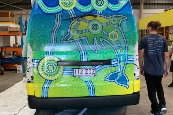 vinyl-car-stickers-back-of-van-install-chundus